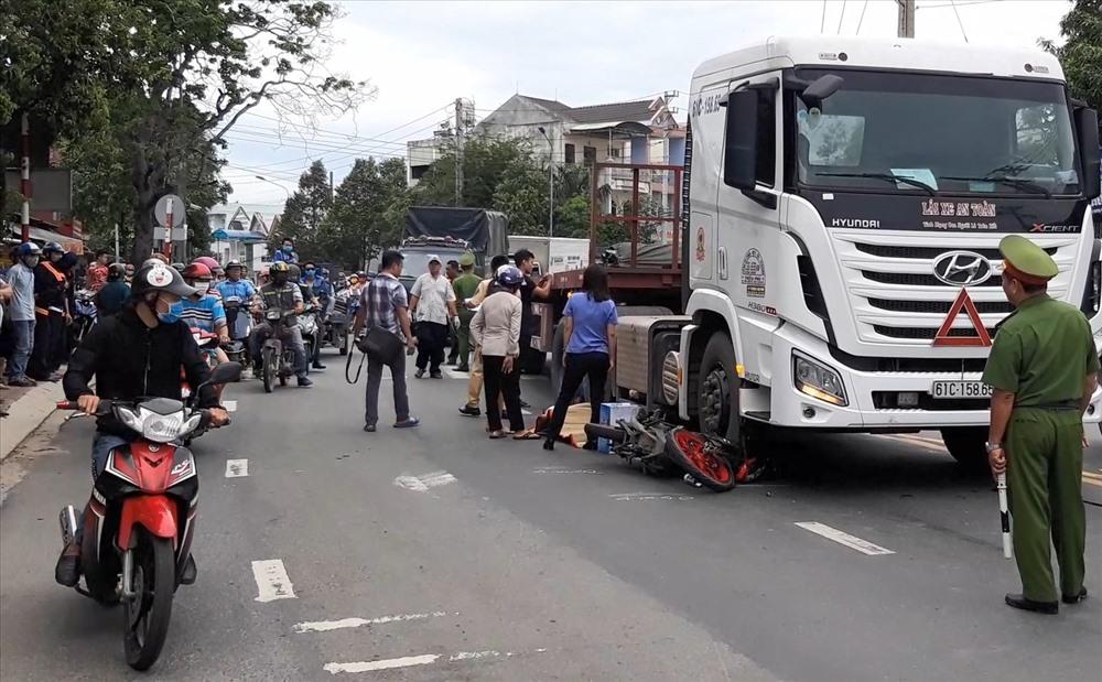 Một ngày hai vụ tai nạn giữa container và xe máy, 2 người tử vong - Hình 1