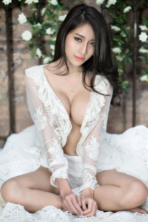 Ngắm đường cong hoàn hảo của 'nữ thần vòng 1' Thái Lan - Hình 8
