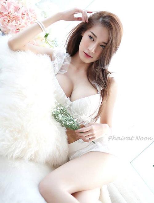 Ngắm đường cong hoàn hảo của 'nữ thần vòng 1' Thái Lan - Hình 11