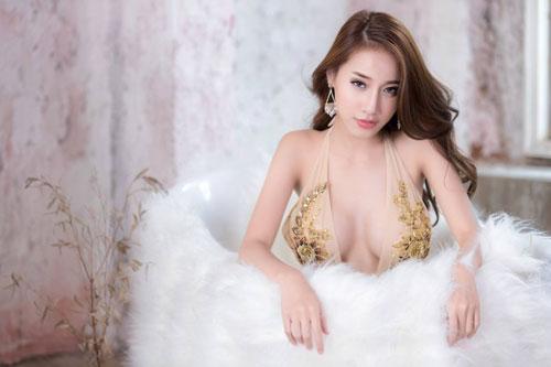 Ngắm đường cong hoàn hảo của 'nữ thần vòng 1' Thái Lan - Hình 12