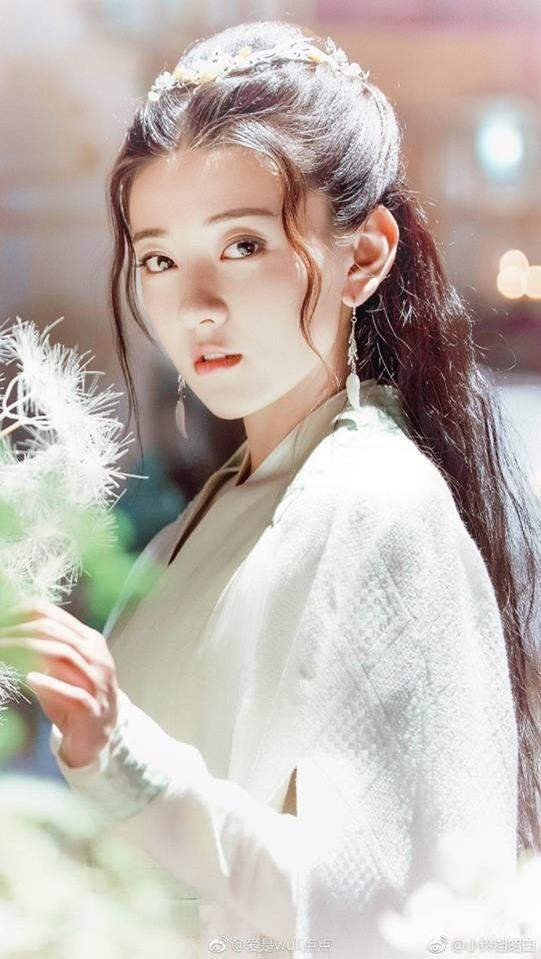 Những dòng họ nhiều trai xinh gái đẹp nhất trong phim truyền hình Hoa ngữ - Hình 37