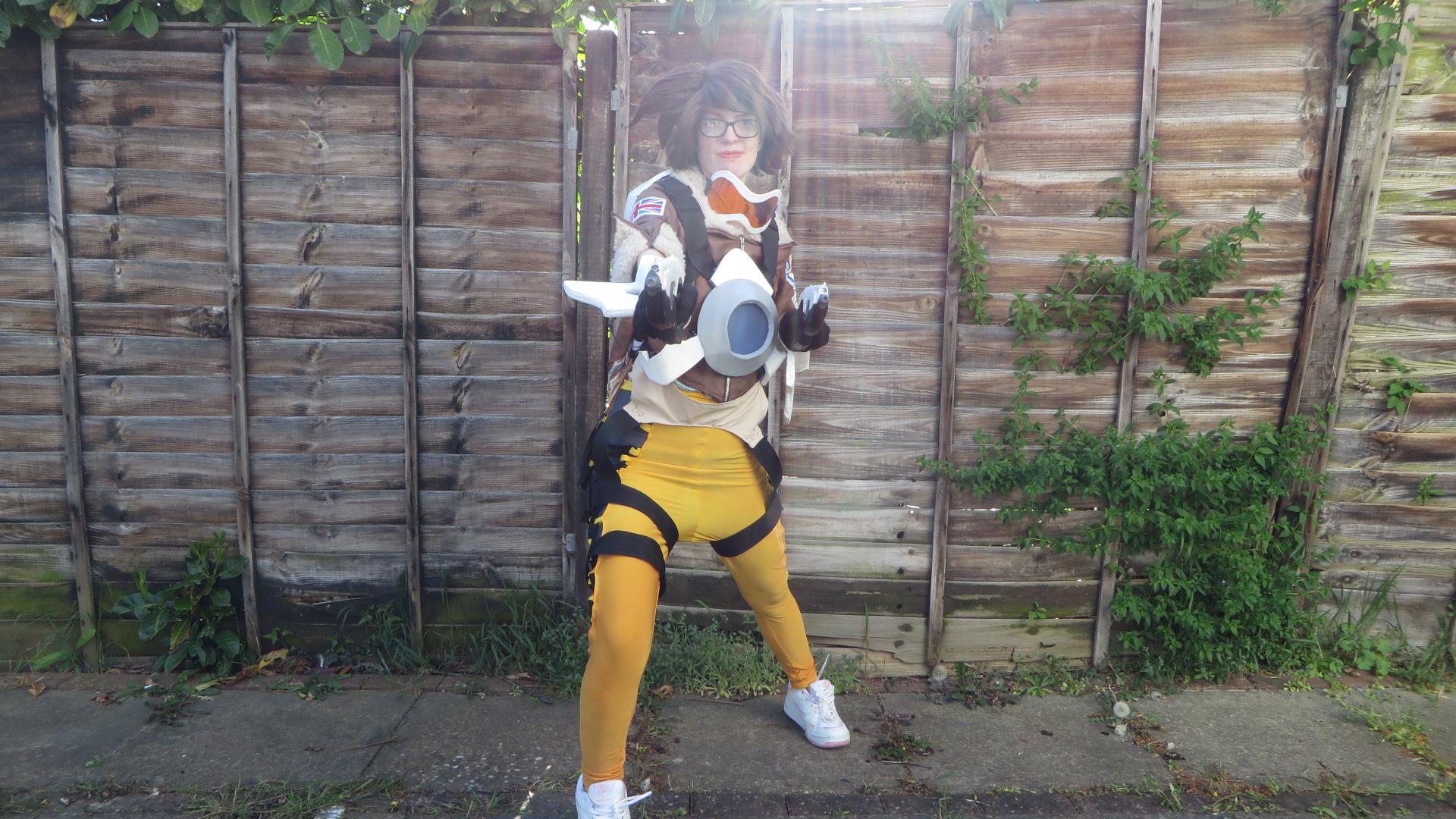 Siêu phẩm cosplay Tracer anh hùng của sát thương - Hình 3