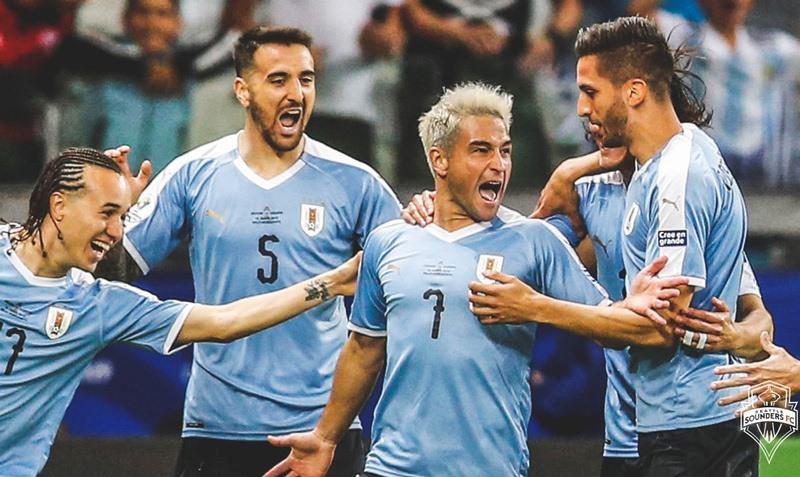 Song sát lập công, Uruguay vùi dập Ecuador 4-0 - Hình 2