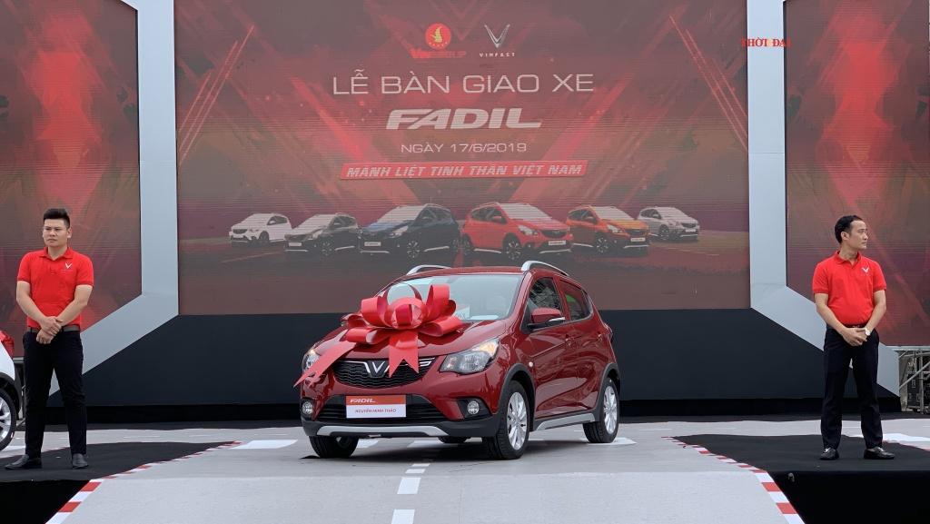 VinFast bàn giao 800 xe Fadil đầu tiên đến tay khách hàng - Hình 1