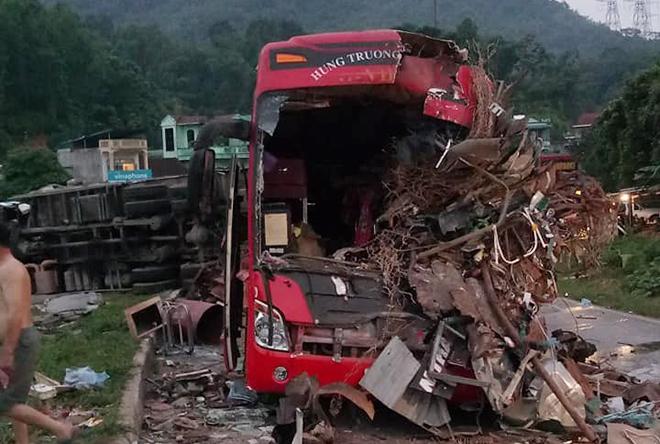 4 nạn nhân trong vụ tai nạn tại Hòa Bình được cấp cứu tại BV Việt Đức - Hình 1