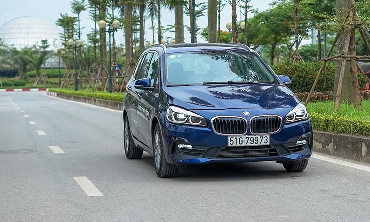 BMW 218i Gran Tourer - xe gia đình hạng sang giá 1,53 tỷ đồng - Hình 1