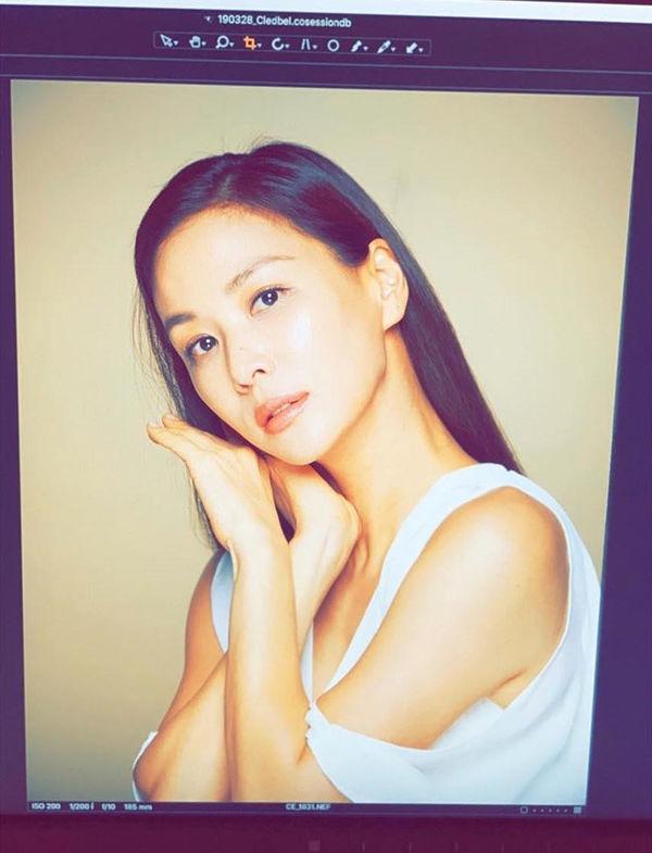 Chăm vợ khéo như Jang Dong Gun, U50 rồi mà sắc vóc vẫn trẻ đẹp kinh ngạc - Hình 6
