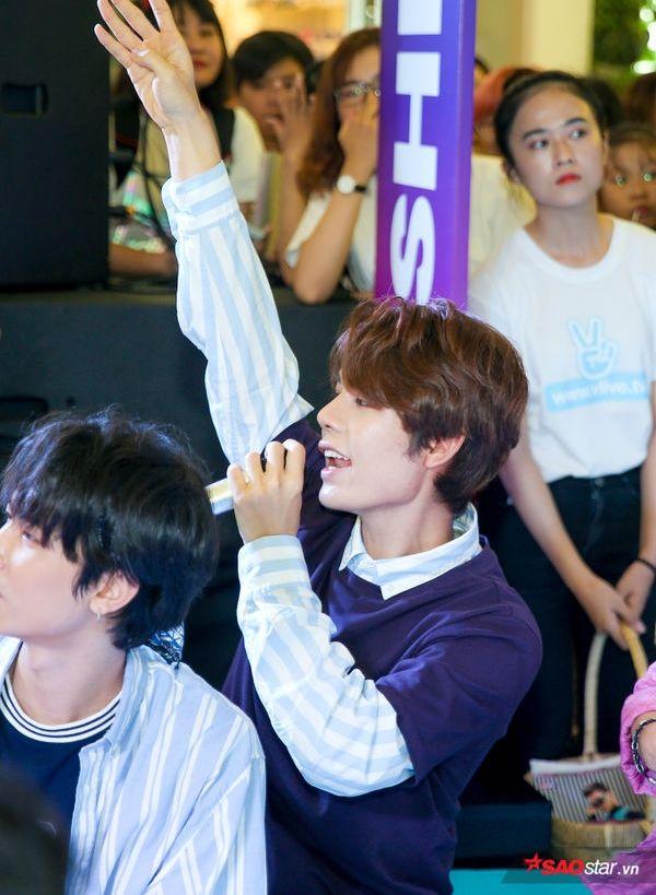 Clip: Uni5 xuất khẩu thành nhạc thể hiện sự vui sướng khi được gặp fan - Hình 8