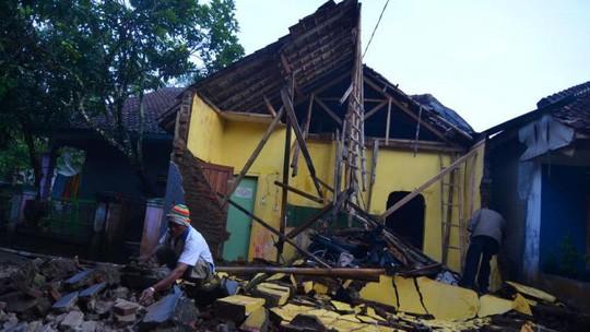 Động đất kép ở Trung Quốc, 133 người thương vong - Hình 1
