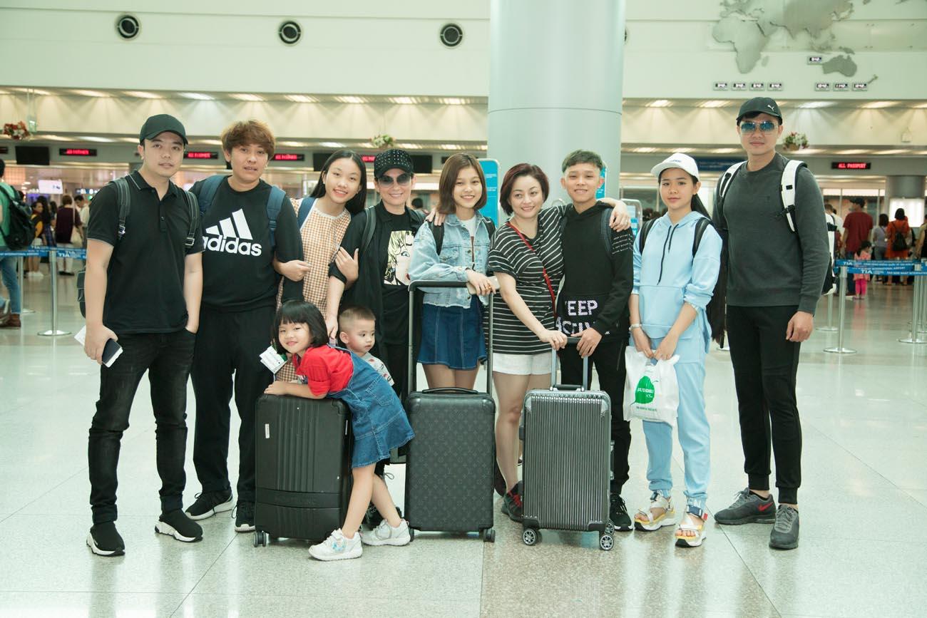 Hồ Văn Cường tháp tùng cùng mẹ Phi Nhung đi lưu diễn ở Mỹ - Hình 8