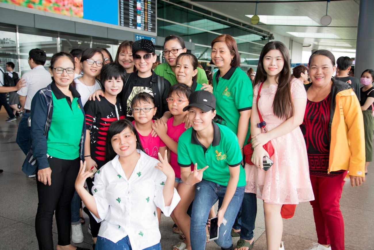 Hồ Văn Cường tháp tùng cùng mẹ Phi Nhung đi lưu diễn ở Mỹ - Hình 7