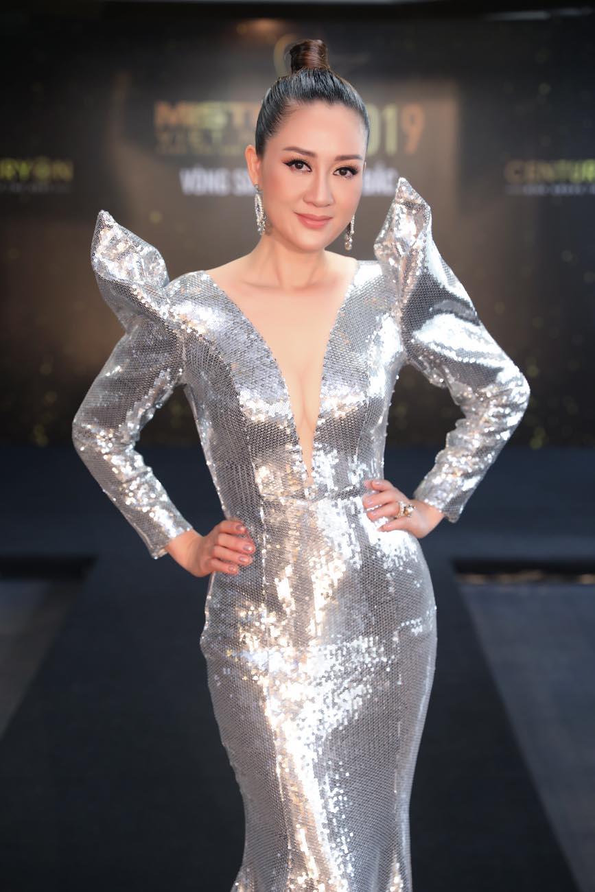 Hoa hậu Đàm Lưu Ly, Thu Thuỷ hoang mang khi 'lạc' vào 'rừng' trai đẹp - Hình 5