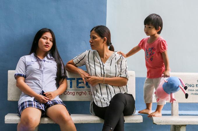 Học sinh Sài Gòn ôn bài đến khuya trước kỳ thi THPT quốc gia - Hình 10