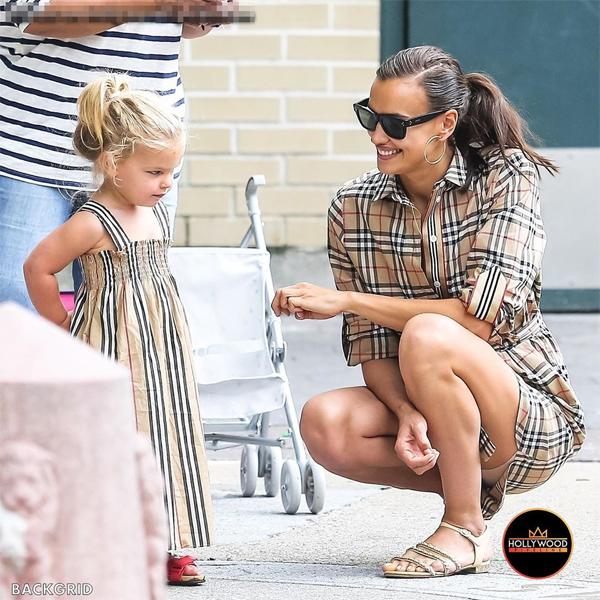 Irina Shayk và con gái mặc đồ đôi đi chơi công viên - Hình 3