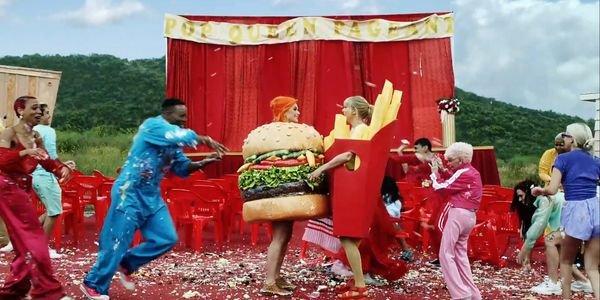 Không thể tin được, Katy Perry xuất hiện trong MV của Taylor Swift, còn ôm nhau... khóc lóc thắm thiết! - Hình 2