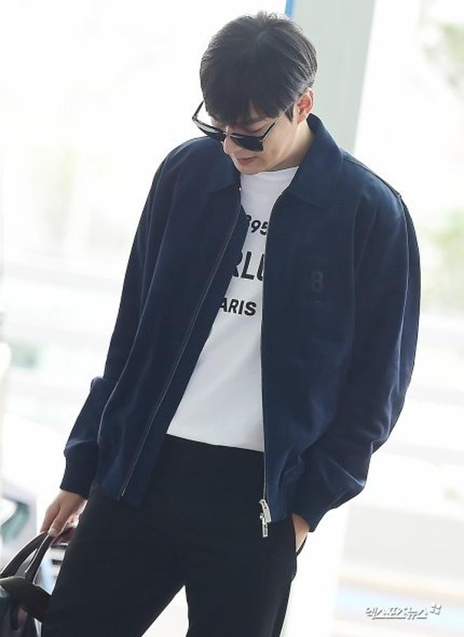 Lee Min Ho ra sân bay thôi mà quá sức bảnh bao, nhưng không giấu nổi sự tăng cân và bờ môi khô nứt nẻ - Hình 1