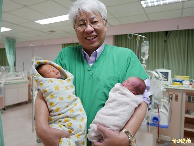 Mang thai đôi nhưng quyết sinh thường, sản phụ sinh bé đầu thuận lợi nhưng bé thứ 2 khiến bác sĩ tái mặt - Hình 1