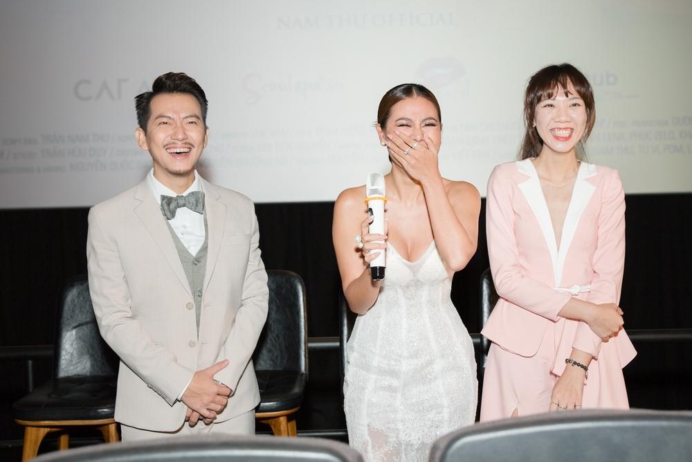 Nam Thư tổ chức họp báo như lễ cưới, đánh ghen Pom - Tú Vi trước mặt truyền thông và khán giả - Hình 7