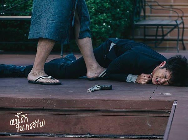 Tạm xa khun Sila (Tor Thanapob), mọt phim Thái lại tiếp tục quắn quéo cùng anh chàng mafia mới Mark (Alek Teeradetch) - Hình 9