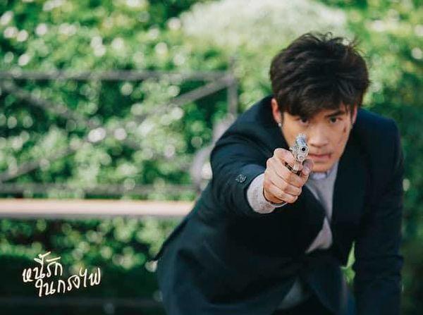 Tạm xa khun Sila (Tor Thanapob), mọt phim Thái lại tiếp tục quắn quéo cùng anh chàng mafia mới Mark (Alek Teeradetch) - Hình 17