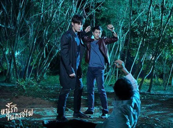 Tạm xa khun Sila (Tor Thanapob), mọt phim Thái lại tiếp tục quắn quéo cùng anh chàng mafia mới Mark (Alek Teeradetch) - Hình 4