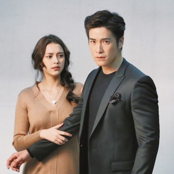 Tạm xa khun Sila (Tor Thanapob), mọt phim Thái lại tiếp tục quắn quéo cùng anh chàng mafia mới Mark (Alek Teeradetch) - Hình 1
