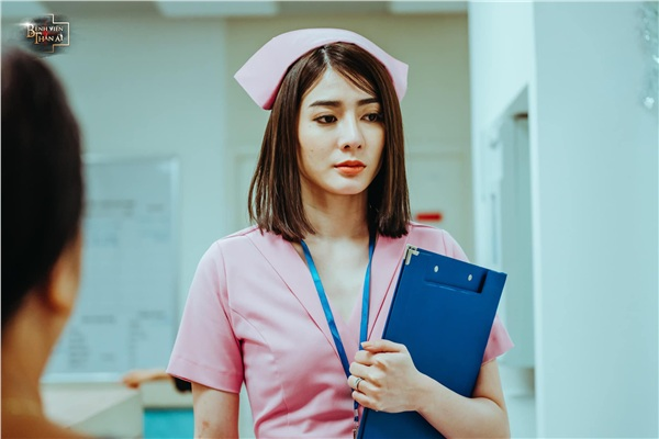 Tạo hình chị đại quyền lực, Kim Nhã giải mã chuyện hậu cung của những người làm trong bệnh viện - Hình 2