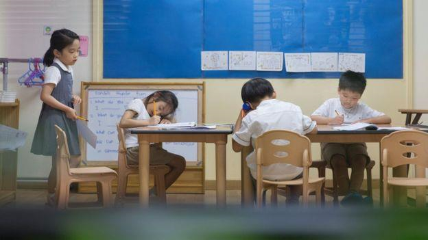 Trọng bằng cấp, người trẻ Hàn mắc kẹt trong vòng xoáy thi cử - Hình 2