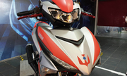 Yamaha Y15ZR Ultraman Limited - phiên bản siêu nhân giá 3.000 USD - Hình 4