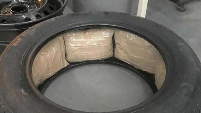 13 cửa hàng Ford phát hiện ma túy đá trong lốp xe - Hình 1