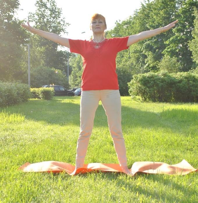 8 bài tập làm săn chắc bắp tay dành cho phụ nữ ngoài 40 - Hình 1