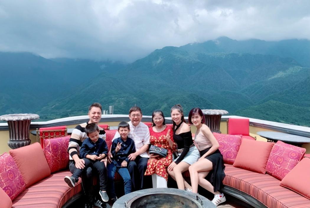 Đăng Khôi và vợ đưa cả gia đình chinh phục đỉnh Fansipan - Hình 1