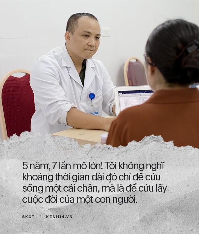 Hành trình 5 năm, 7 lần phẫu thuật cứu chân dập nát cho cậu sinh viên 19 tuổi của các y bác sĩ bệnh viện Việt Đức - Hình 8