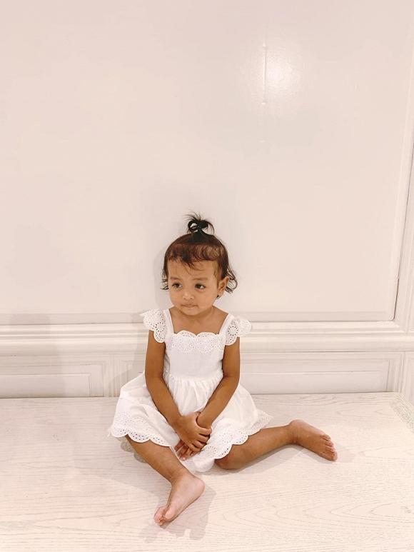 HHen Niê tung loạt ảnh chứng minh con gái nuôi của Đỗ Mạnh Cường giống hệt cháu mình - Hình 3