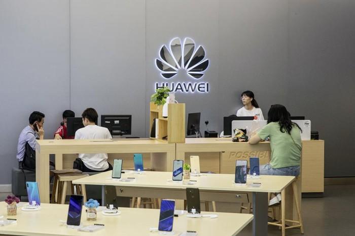 Huawei hoàn tiền nếu điện thoại không dùng được Google, Facebook - Hình 1