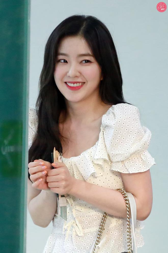 Irene là minh chứng cho thấy kỹ nghệ makeup Hàn rất đỉnh: đánh nền dày cộp che nốt ruồi mà vẫn siêu tự nhiên - Hình 3
