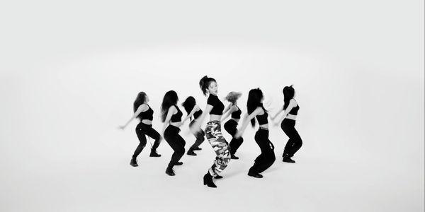 Không còn tiệc tùng linh đình, Jeon Somi vẫn khiến fan phát cuồng với vũ đạo gợi cảm trong phiên bản Choreography của Birthday - Hình 4