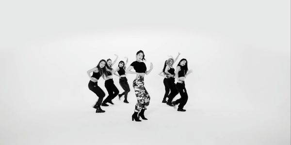Không còn tiệc tùng linh đình, Jeon Somi vẫn khiến fan phát cuồng với vũ đạo gợi cảm trong phiên bản Choreography của Birthday - Hình 7