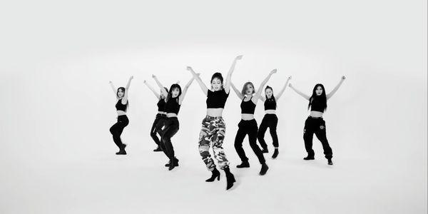 Không còn tiệc tùng linh đình, Jeon Somi vẫn khiến fan phát cuồng với vũ đạo gợi cảm trong phiên bản Choreography của Birthday - Hình 2