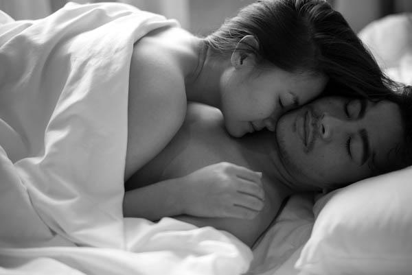 Lâu lắm mới đụng đến laptop của chồng, tôi chết sững khi nhìn thấy tấm hình khỏa thân của bạn thân và chồng - Hình 2
