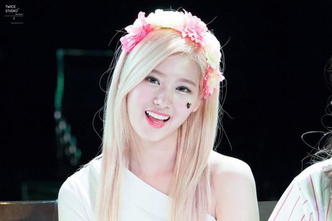 Loạt idol Kpop gây bão nhờ tóc vàng bạch kim: Người vịt hóa thiên nga, lên hẳn top trend, kẻ tuột dốc không phanh - Hình 13