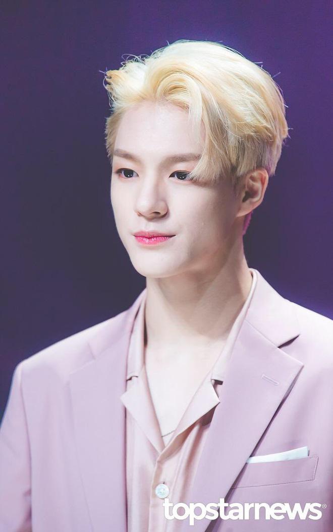 Loạt idol Kpop gây bão nhờ tóc vàng bạch kim: Người vịt hóa thiên nga, lên hẳn top trend, kẻ tuột dốc không phanh - Hình 27