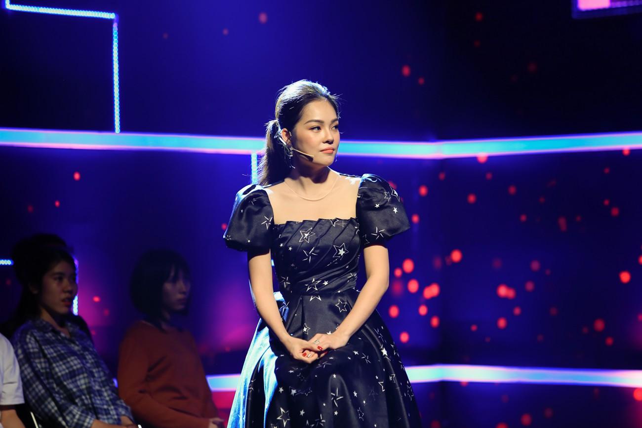 Nam Cường tiết lộ sốc về Dương Cẩm Lynh: Đi chương trình mang theo cả bầu đoàn thê tử, mặc đầm thì phủ kín sân khấu che cả người đứng bên - Hình 2