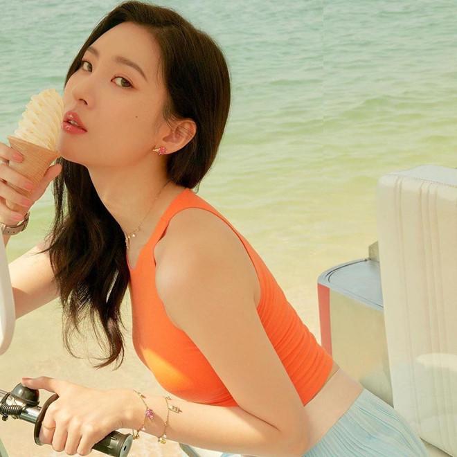 Nữ ca sĩ Hàn gợi cảm hơn sau khi tăng 10 kg - Hình 4