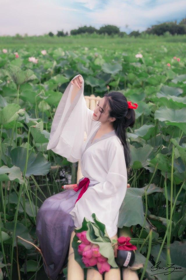 Nữ sinh chụp ảnh bên sen xinh đẹp như thần tiên tỷ tỷ gây sốt mạng - Hình 5