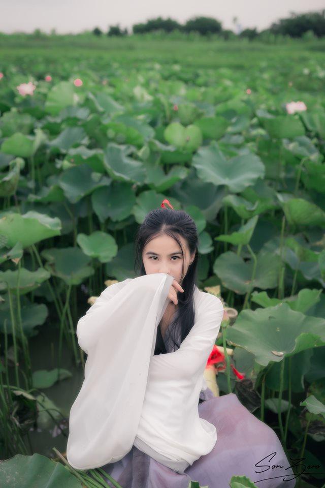 Nữ sinh chụp ảnh bên sen xinh đẹp như thần tiên tỷ tỷ gây sốt mạng - Hình 12