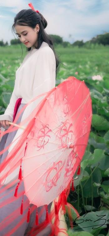 Nữ sinh chụp ảnh bên sen xinh đẹp như thần tiên tỷ tỷ gây sốt mạng - Hình 7