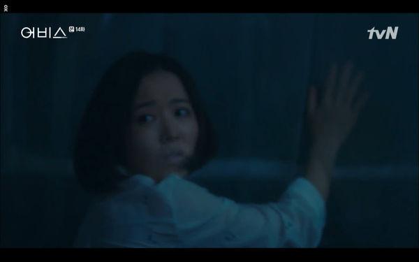 Phim Abyss tập 13-14: Ahn Hyo Seop lại hồi sinh ác nhân, đau khổ khi Park Bo Young bị nhốt trong phòng băng đến chết - Hình 40