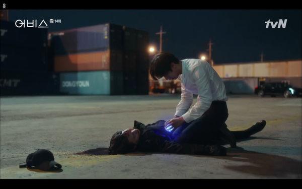 Phim Abyss tập 13-14: Ahn Hyo Seop lại hồi sinh ác nhân, đau khổ khi Park Bo Young bị nhốt trong phòng băng đến chết - Hình 53