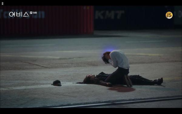 Phim Abyss tập 13-14: Ahn Hyo Seop lại hồi sinh ác nhân, đau khổ khi Park Bo Young bị nhốt trong phòng băng đến chết - Hình 56